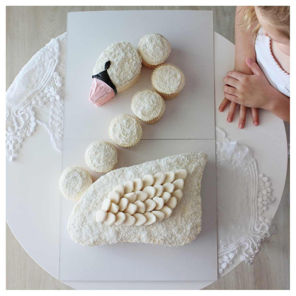 Sophie the Swan DIY cake kit : Mumma Cakes