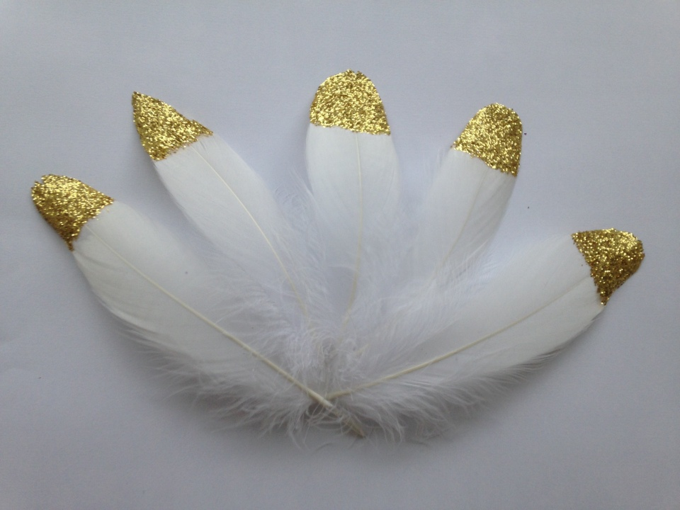 White feathers with gold tip - Love The Occasion