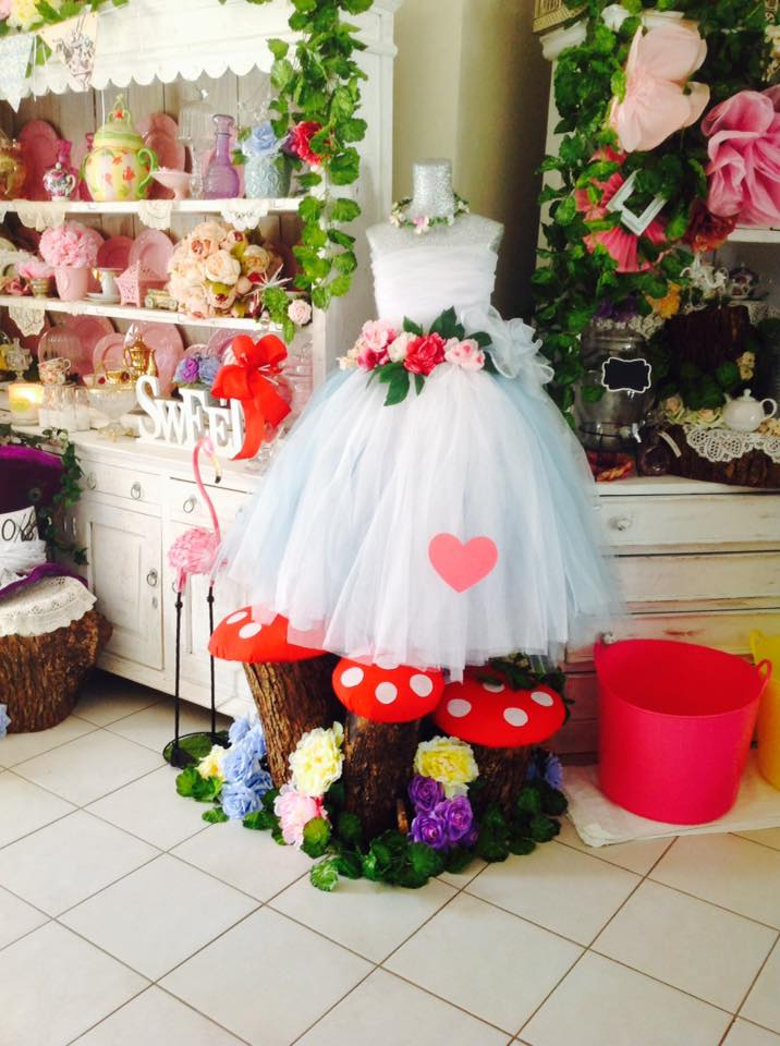 Alice in wonderland party - Bett's Candy Buffets
