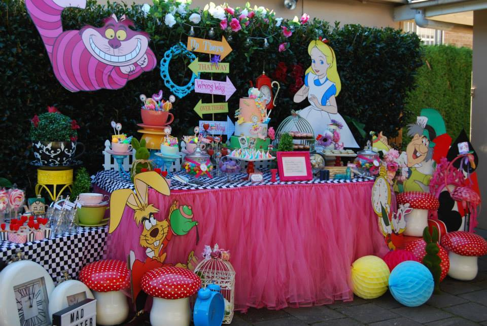 Alice in wonderland party  - Ever So Sweet