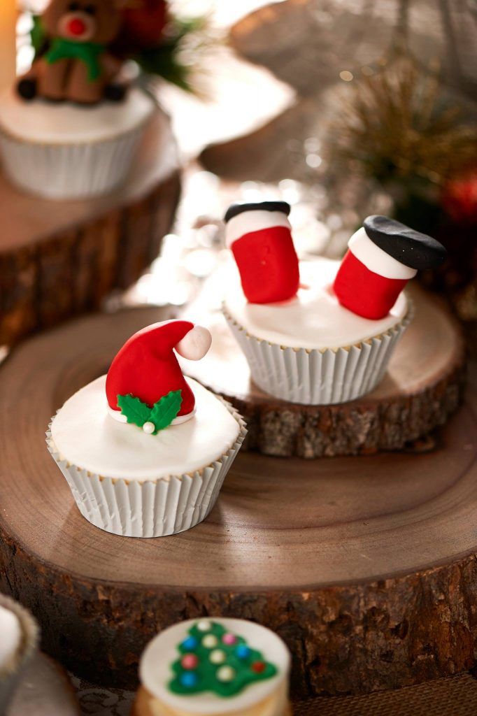 Christmas cupcakes - One Sweet Chick Couture Cookies and Cakes (Sydney)