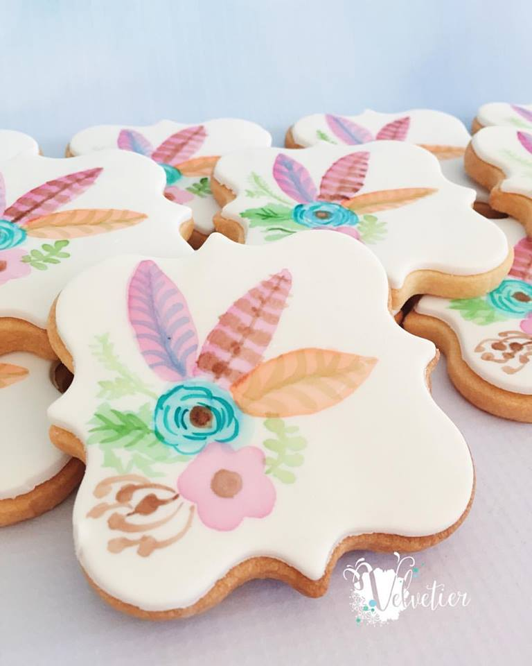 feather themed cookies