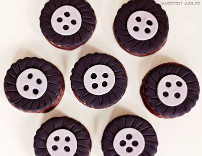 cars party cupcakes